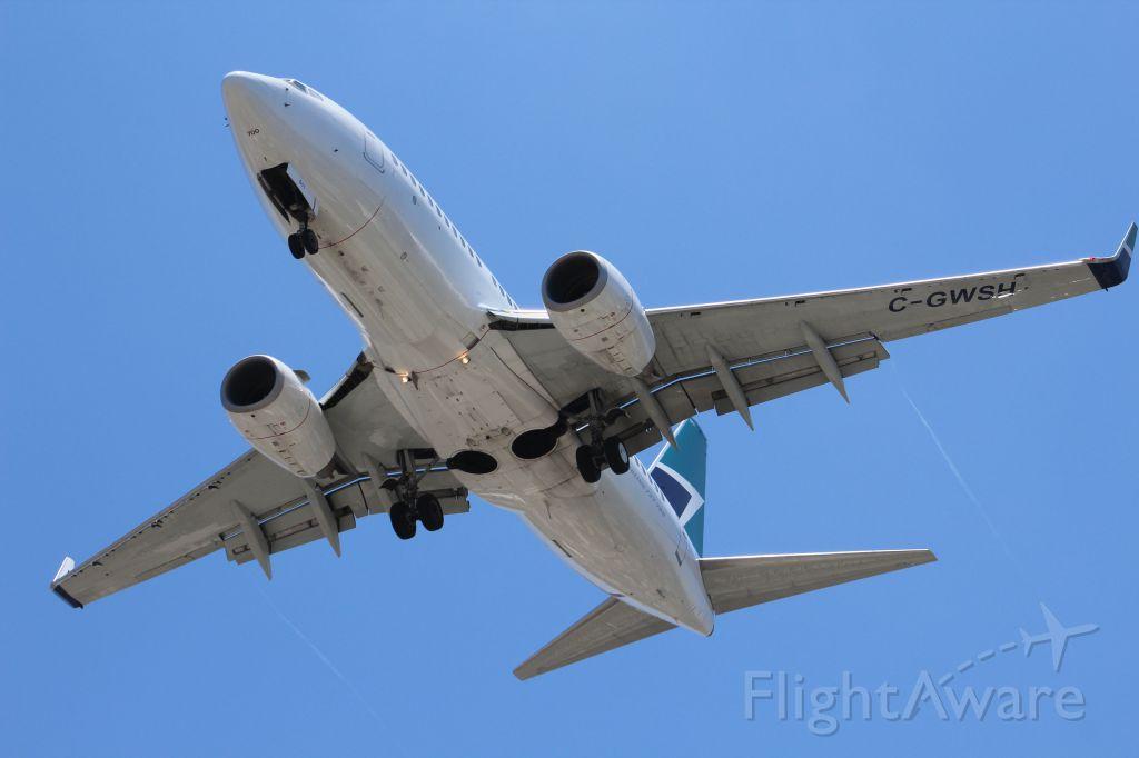 Boeing 737-700 (C-GWSH)