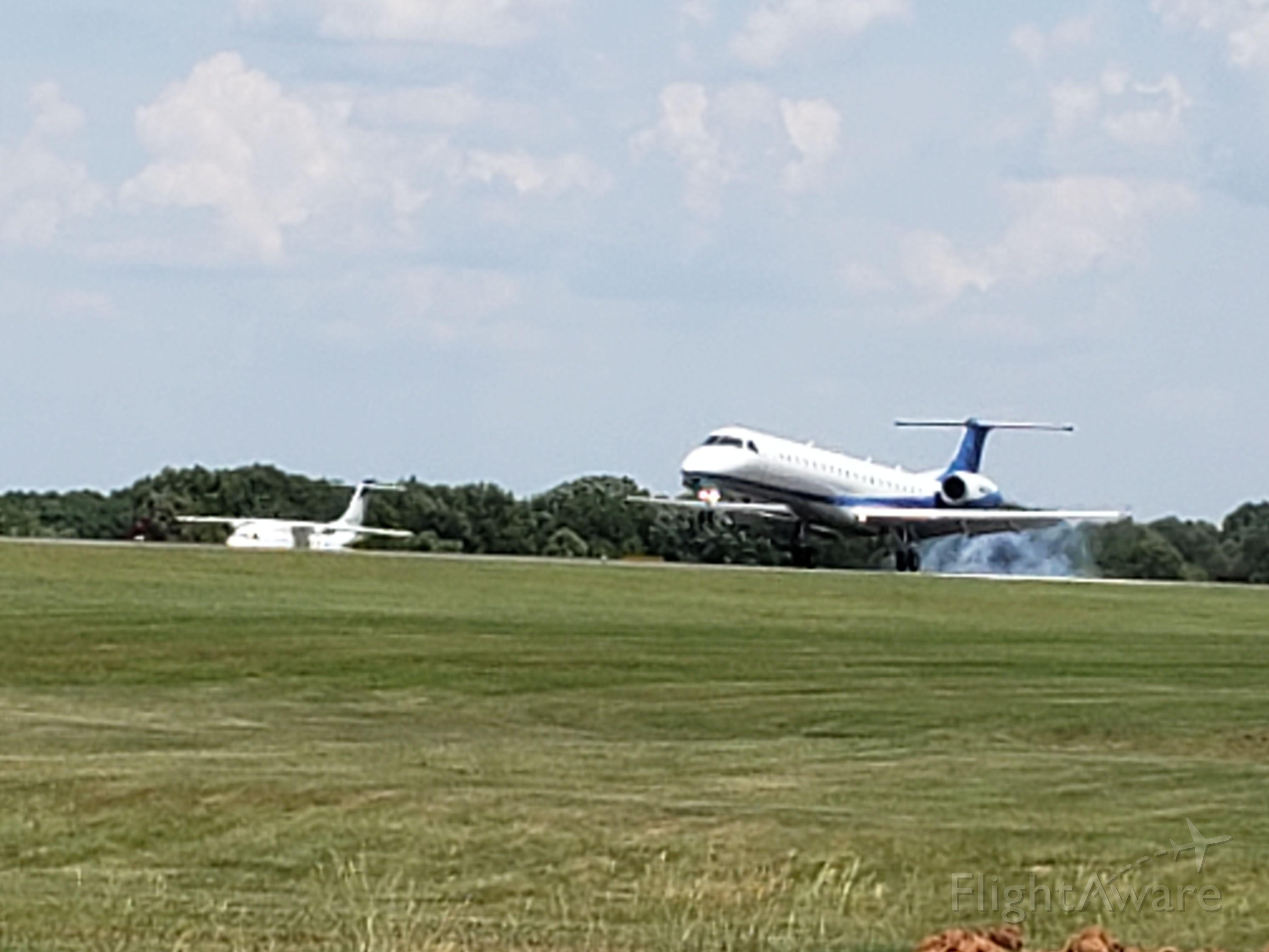 Embraer ERJ-145 (N43VA) - 1st Landing on new gear