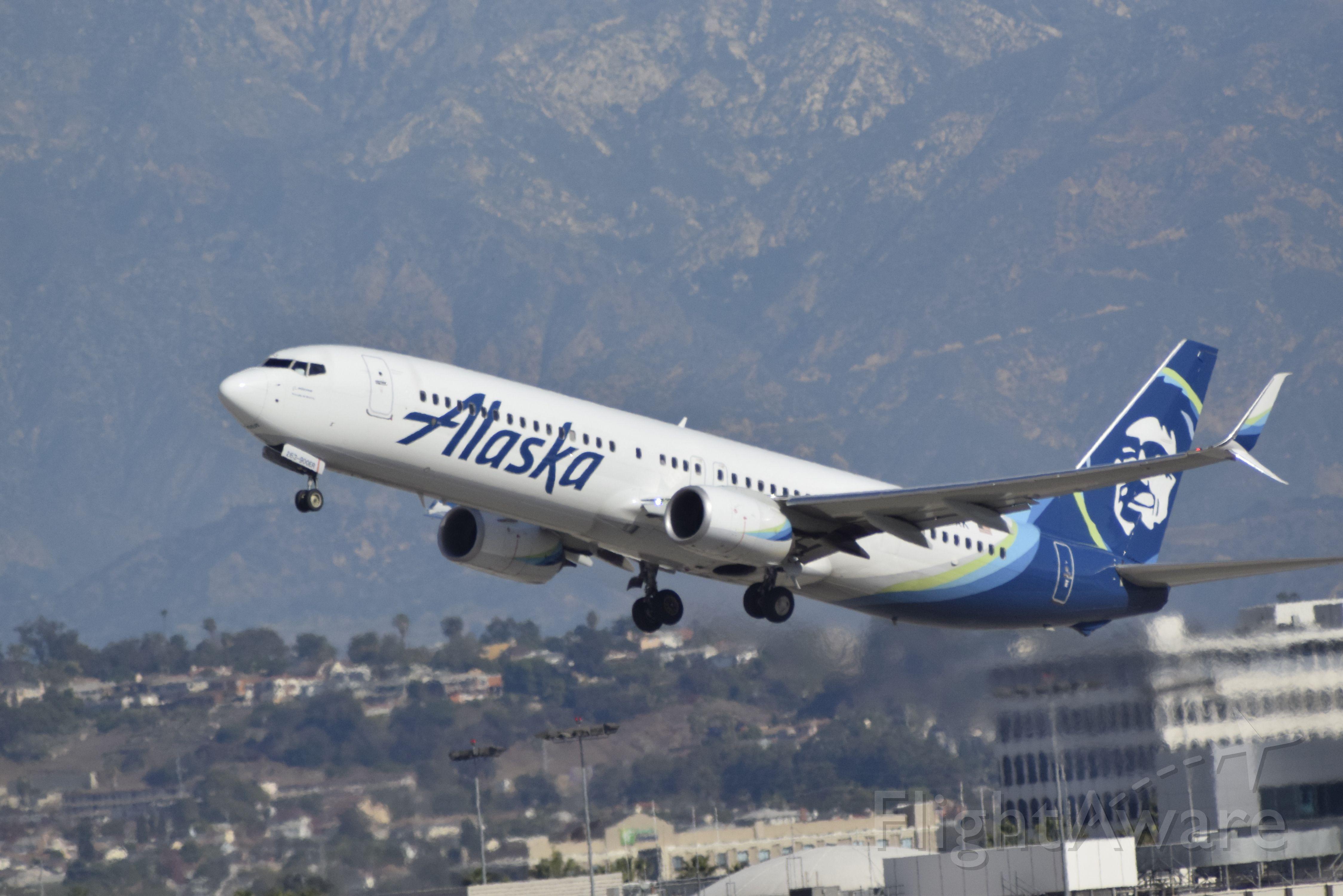 Boeing 737-900 (N263AK) - Alaska Airlines Boeing 737-900 departing KLAX.