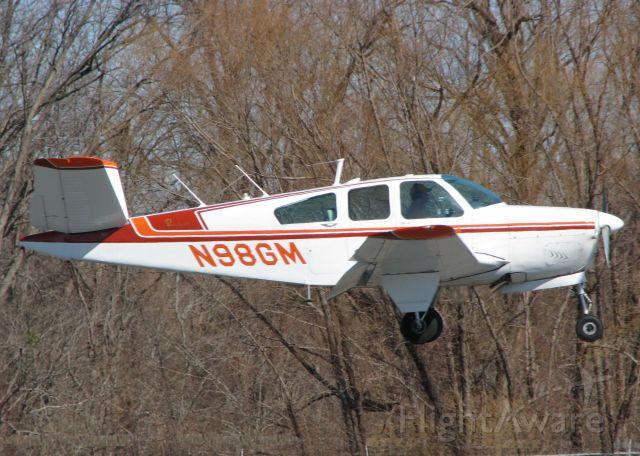 Beechcraft 35 Bonanza (N98GM) - Landing on runway 14 at the Downtown Shreveport airport.