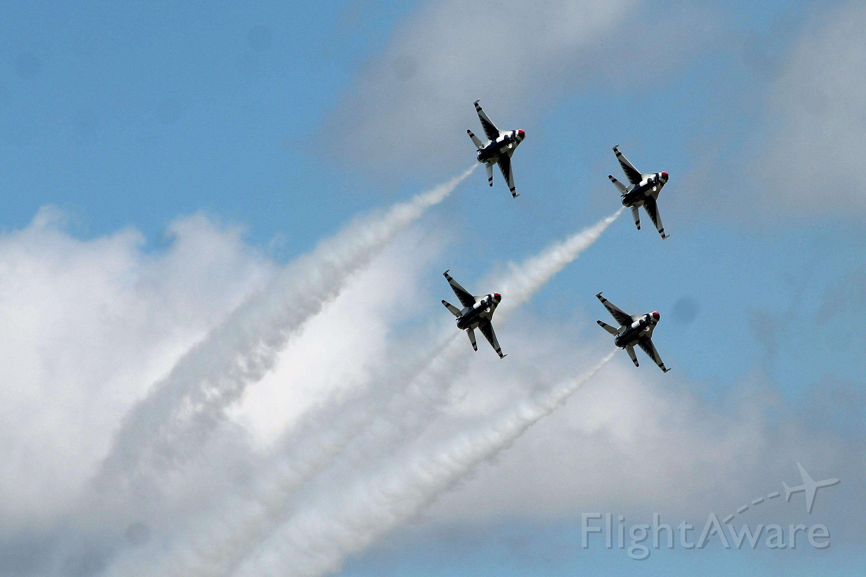 Lockheed F-16 Fighting Falcon — - US Air Force Thunderbirds