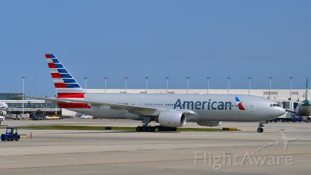 Boeing 777-200 (N794AN) - American Airlines Boeing 777-223(ER) N794AN in Chicago
