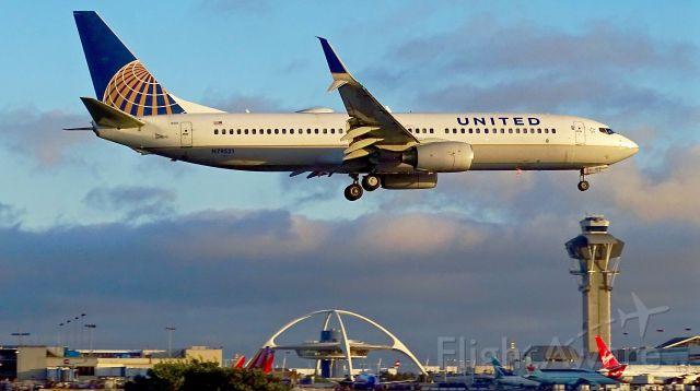Boeing 737-800 (N79521)