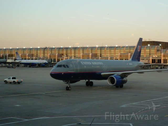— — - United 757 arriving at OHare
