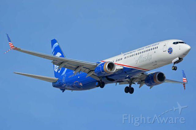 Boeing 737-900 (N265AK) - Alaska 737-900 N265AK Honoring Those Who Serve at Sky Harbor on November 12, 2017.