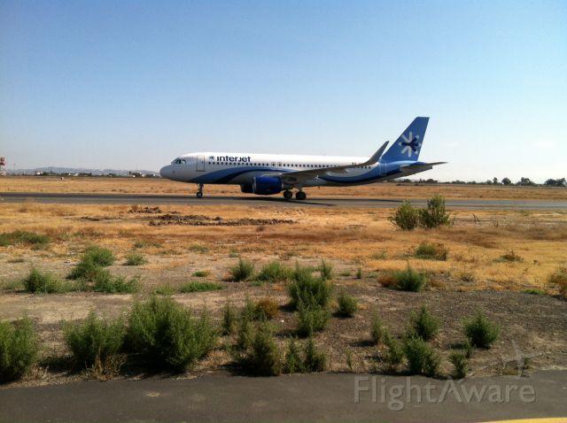 Airbus A320 (XA-IUA)
