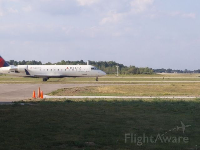 Canadair Regional Jet CRJ-200 (N4535W) - SKW7405 taxiing out on Bravo