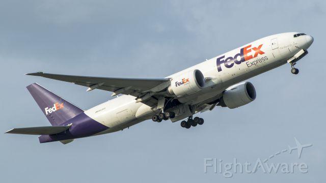 Boeing 777-200 (N853FD) - FedEx 77F departing off 15L KIAH
