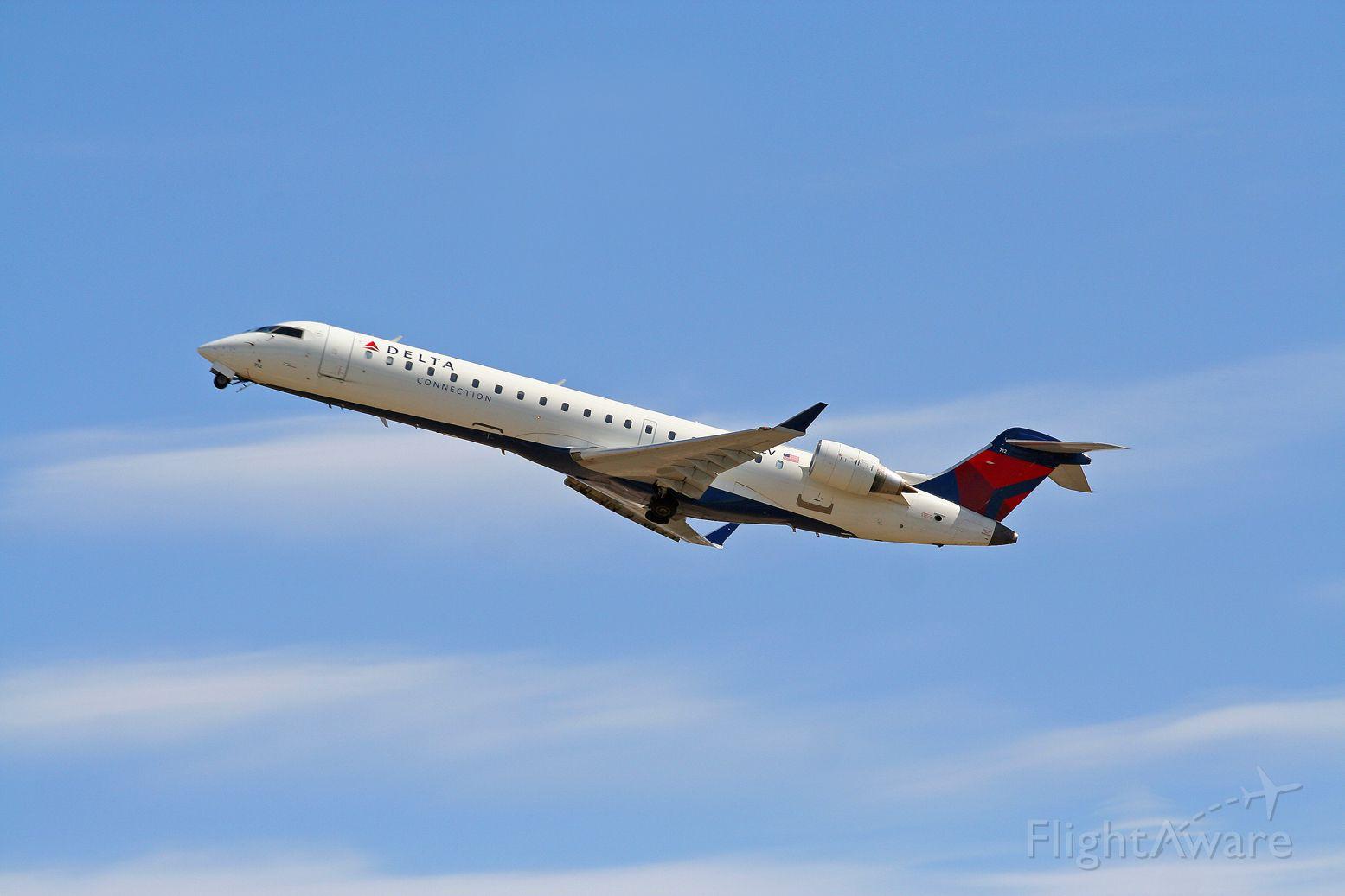 Canadair Regional Jet CRJ-700 (N712EV)
