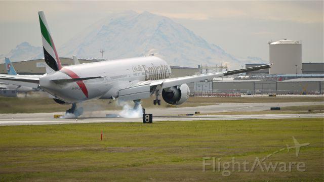 photo of emirates b773 (a6-egh) ✈ flightaware