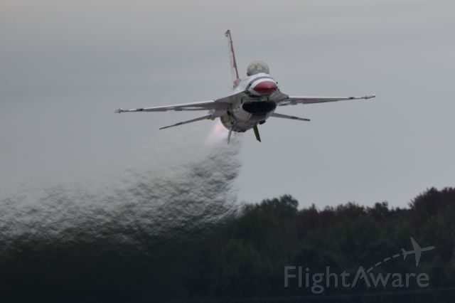 Lockheed F-16 Fighting Falcon — - USAF Thunderbird taking off from Martin State Airport for Maryland Fleet Week