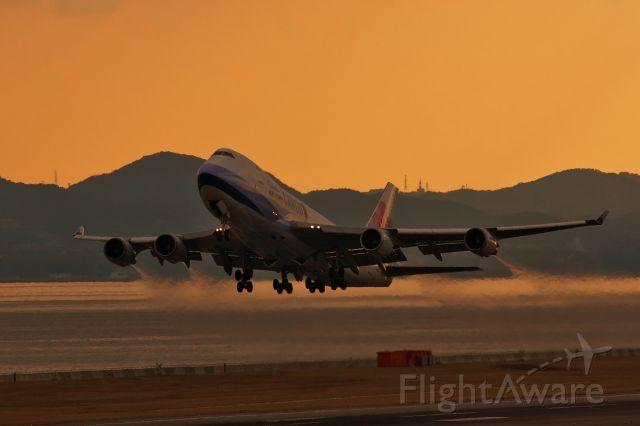 Boeing 747-400 (B-18716) - Kansai International Airport