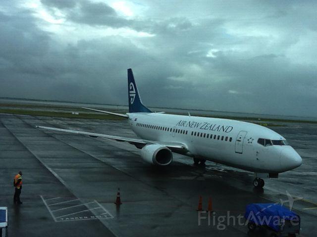 BOEING 737-300 —