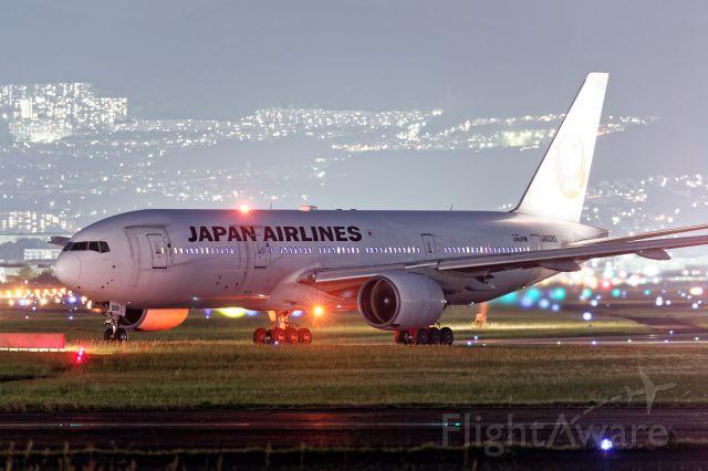 Boeing 777-200 (JA008D)