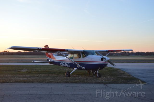 Cessna Skyhawk (N99750) - CAP N9975D glider tow aircraft arriving from Ankeny Regional Airport, KIKV, at 7:10 AM.  Taken April 9, 2016 with Nikon D3200.