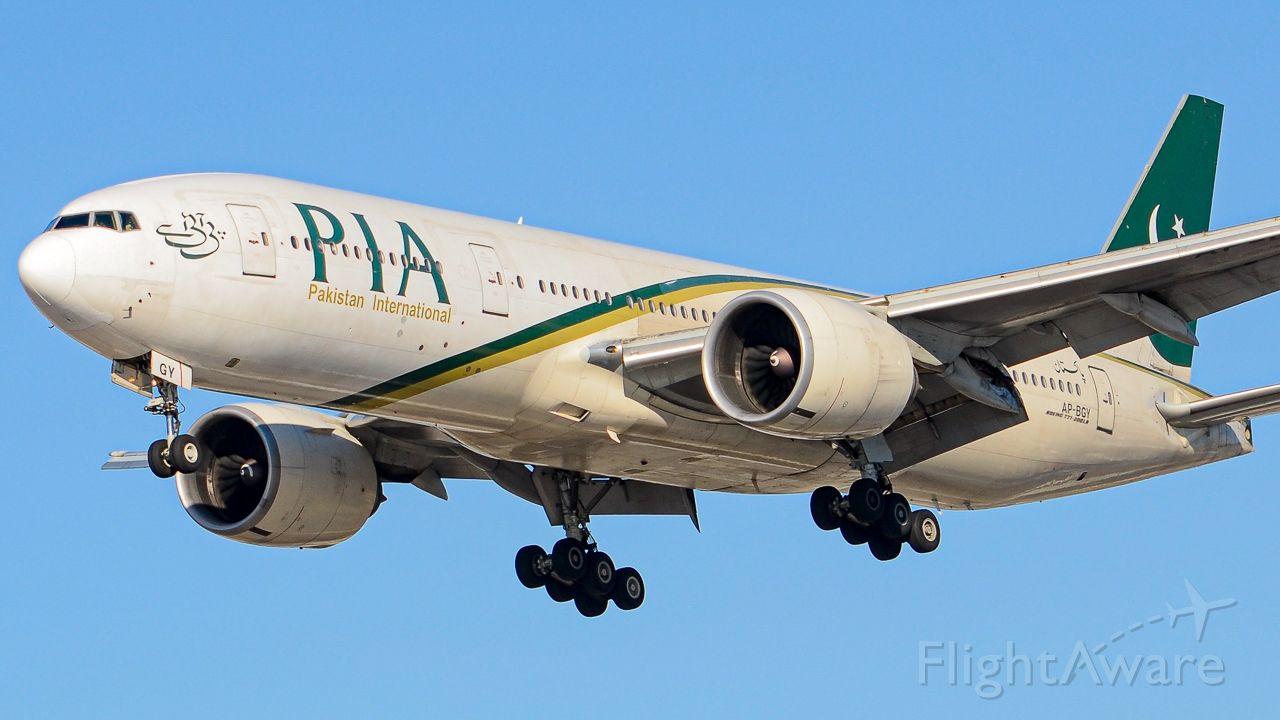 Boeing 777 (AP-BGY)
