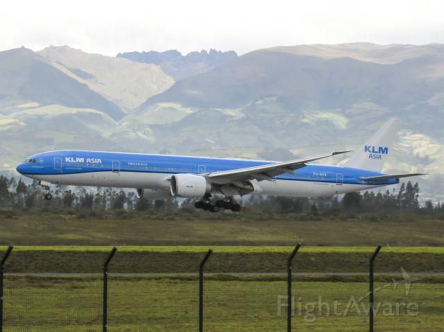 BOEING 777-300 (PH-BVB)