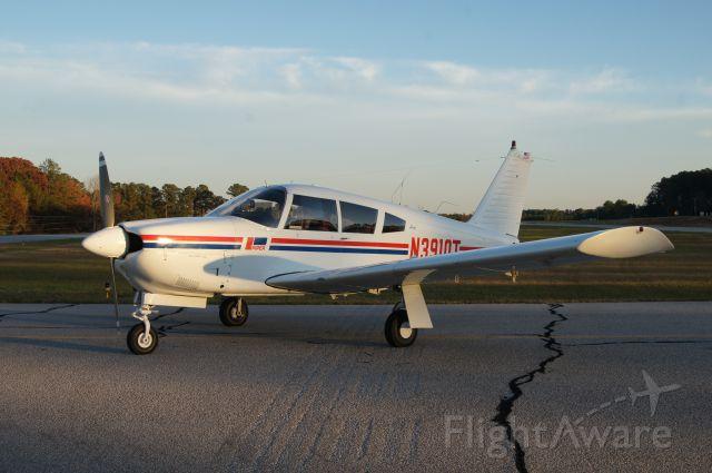 Piper Cherokee (N3910T)