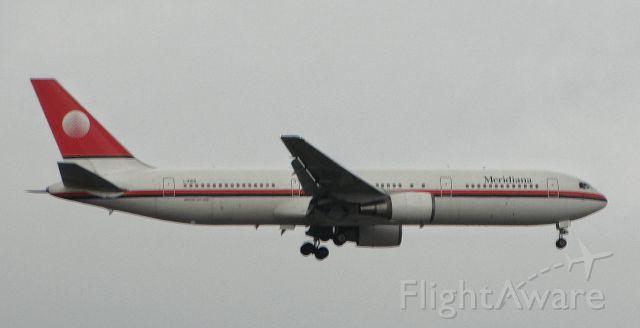 BOEING 767-300 (I-AIGG)