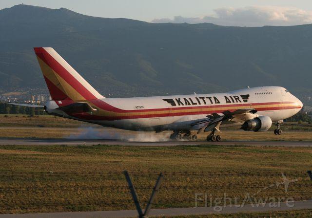 Boeing 747-200 (N713CK) - Emergency landing, engine #4 is out.