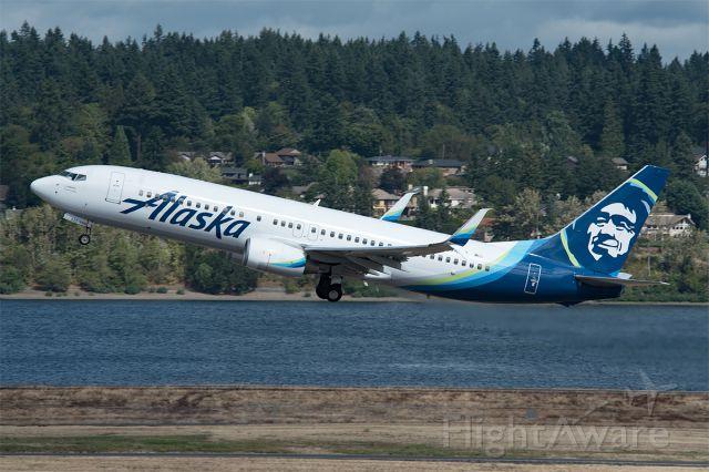 Boeing 737-800 (N525AS)