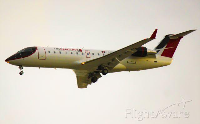 Canadair Regional Jet CRJ-200 (HI1033)