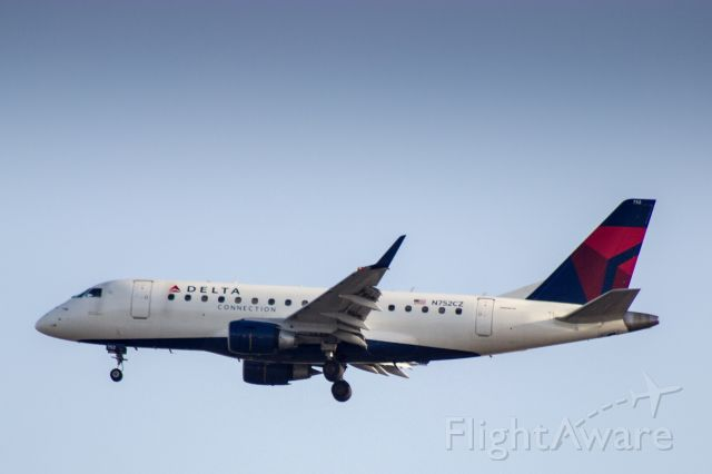Embraer 170/175 (N752CZ) - Compass Airlines ERJ-170 dba Delta Connection landing at LAX