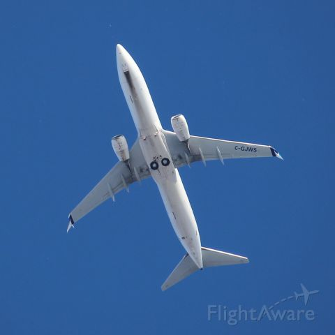 Boeing 737-800 (C-GJWS) - Taken from downtown Toronto, the plane directly overhead