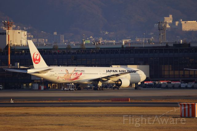BOEING 777-300 (JA8942)