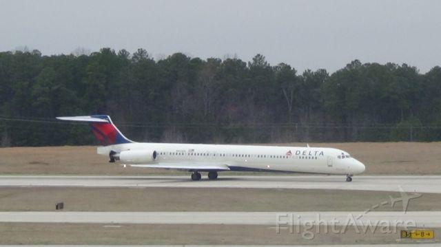 McDonnell Douglas MD-88 (N913DE) - Delta 1803 arriving from Atlanta at 12:36 P.M.  Taken March 19, 2015.
