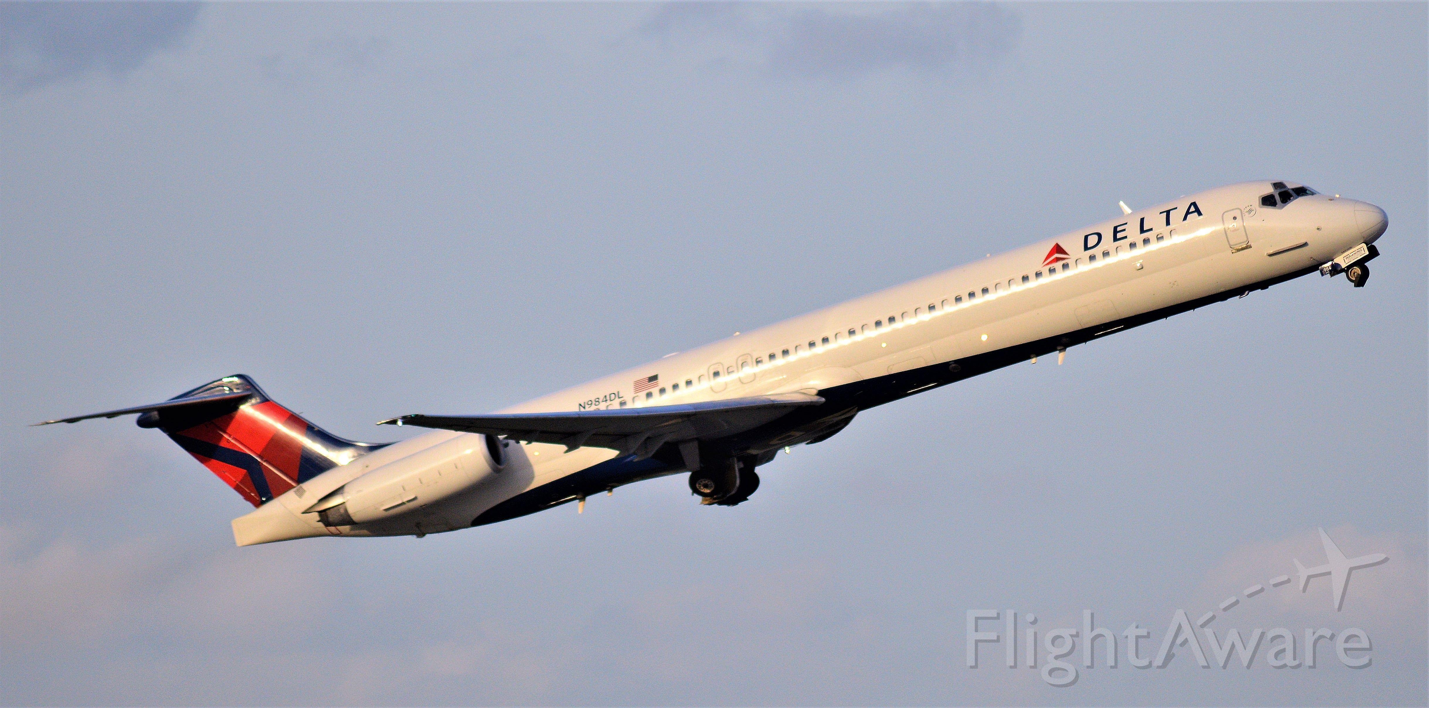 McDonnell Douglas MD-88 (N984DL)
