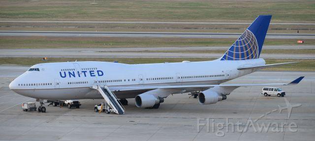 Boeing 747-400 (N121UA)