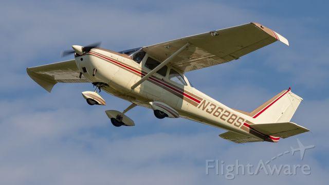 Cessna Skyhawk (N3628S) - A Cessna Skyhawk climbs out of KPPO.