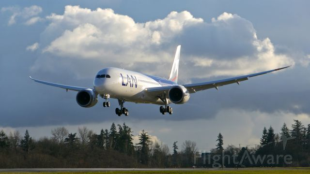 Boeing 787-9 Dreamliner (CC-BGG) - BOE613 on final to Rwy 34L to complete its C2 flight on 12/14/15. (ln 382 / cn 38461).