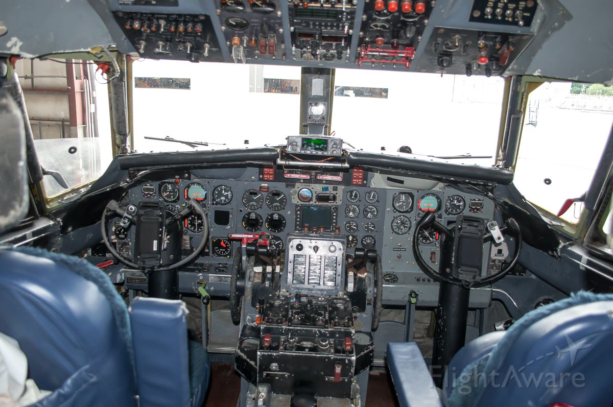 CONVAIR CV-580 (C-GQHB) - Flight deck of C-GQHB
