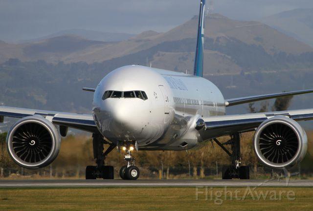 BOEING 777-300 (ZK-OKO)