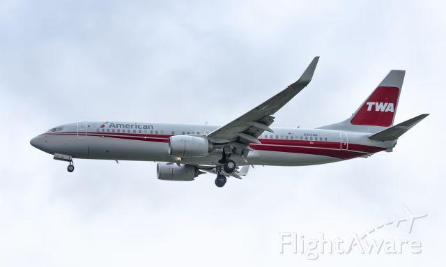 Boeing 737-700 (N915NN) - N915NN