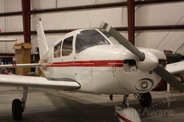 Piper Cherokee (N5700W)