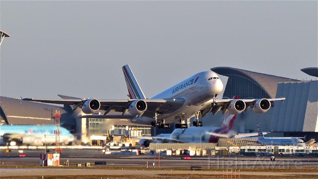 Airbus A380-800 (F-HPJJ) - a rel=nofollow href=http://flightaware.com/live/flight/FHPJJ/history/20141028/2345Z/KLAX/LFPGhttps://flightaware.com/live/flight/FHPJJ/history/20141028/2345Z/KLAX/LFPG/a