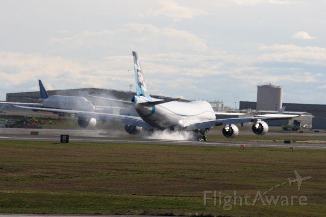 BOEING 747-8 (N747EX) - Taxi Test Brake test