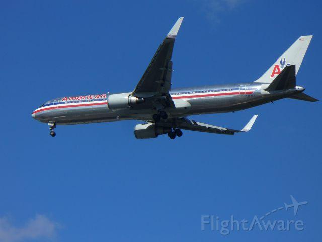BOEING 767-300 (N359AA)