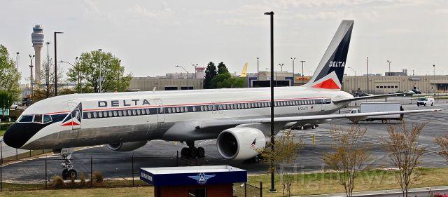 Boeing 757-200 (N608DA) - Part of Delta