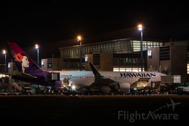 BOEING 767-300 (N590HA)