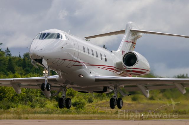 Bombardier Challenger 300 (N2425)