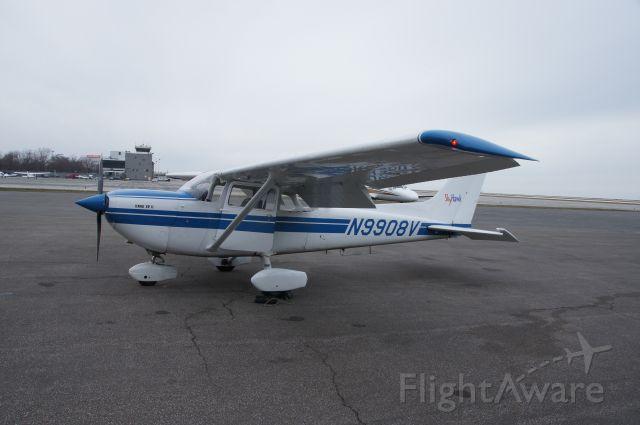 Cessna Skyhawk (N9908V) - Cessna 172 XP
