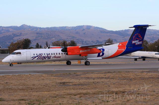 de Havilland Dash 8-400 (N437QX)