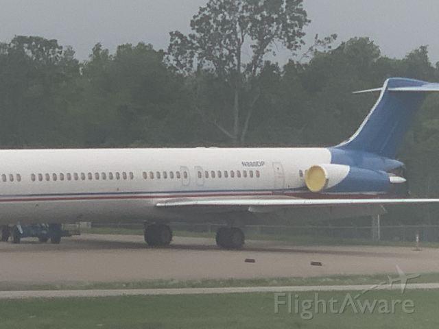 McDonnell Douglas MD-83 (N880DP)