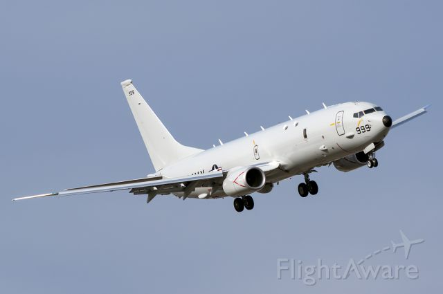 Boeing P-8 Poseidon (16-8999) - Navy Lima Lima 864 side stepping 10R to 10L Full quality photo: a rel=nofollow href=http://www.jetphotos.net/photo/8447325http://www.jetphotos.net/photo/8447325/a