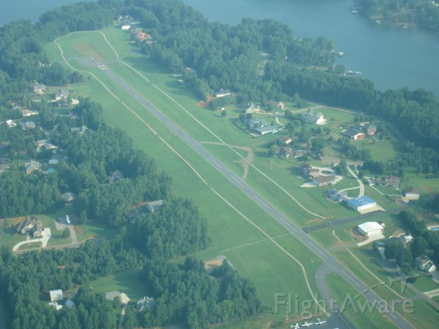 Cessna Skylane (N92895) - Over Lake Norman Airpark