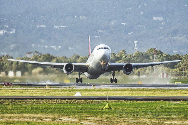 BOEING 767-300 (VH-OGK)